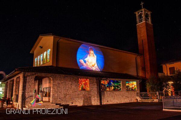 Proiezione Natalizia su facciata Chiesa Cesa