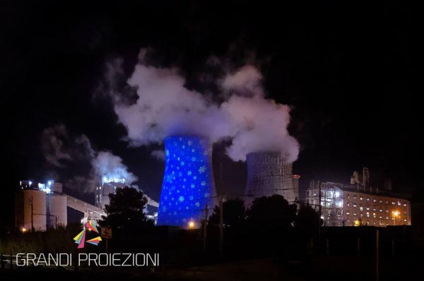 Proiezione sulla torre di raffreddamento, Rosignano Solavay
