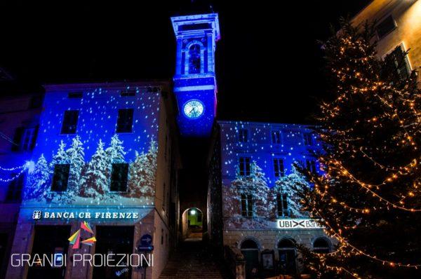 Foiano-della-Chiana,-proiezioni-natalizie