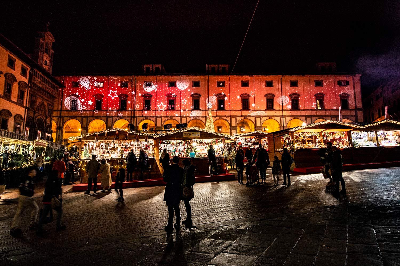 Illuminazione architetturale Piazza Grande per Arezzo città del Natale