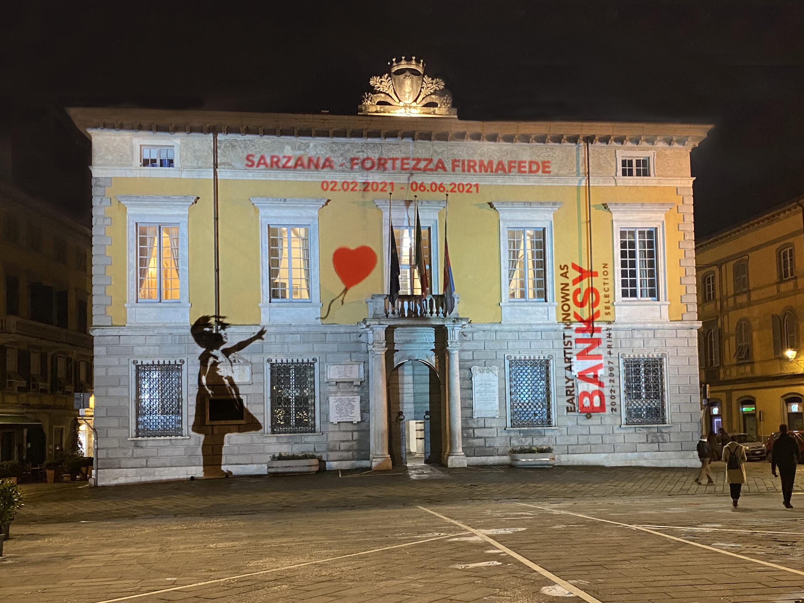 Proiezione promozionale relativa alla mostra sullo street artist Banksy.